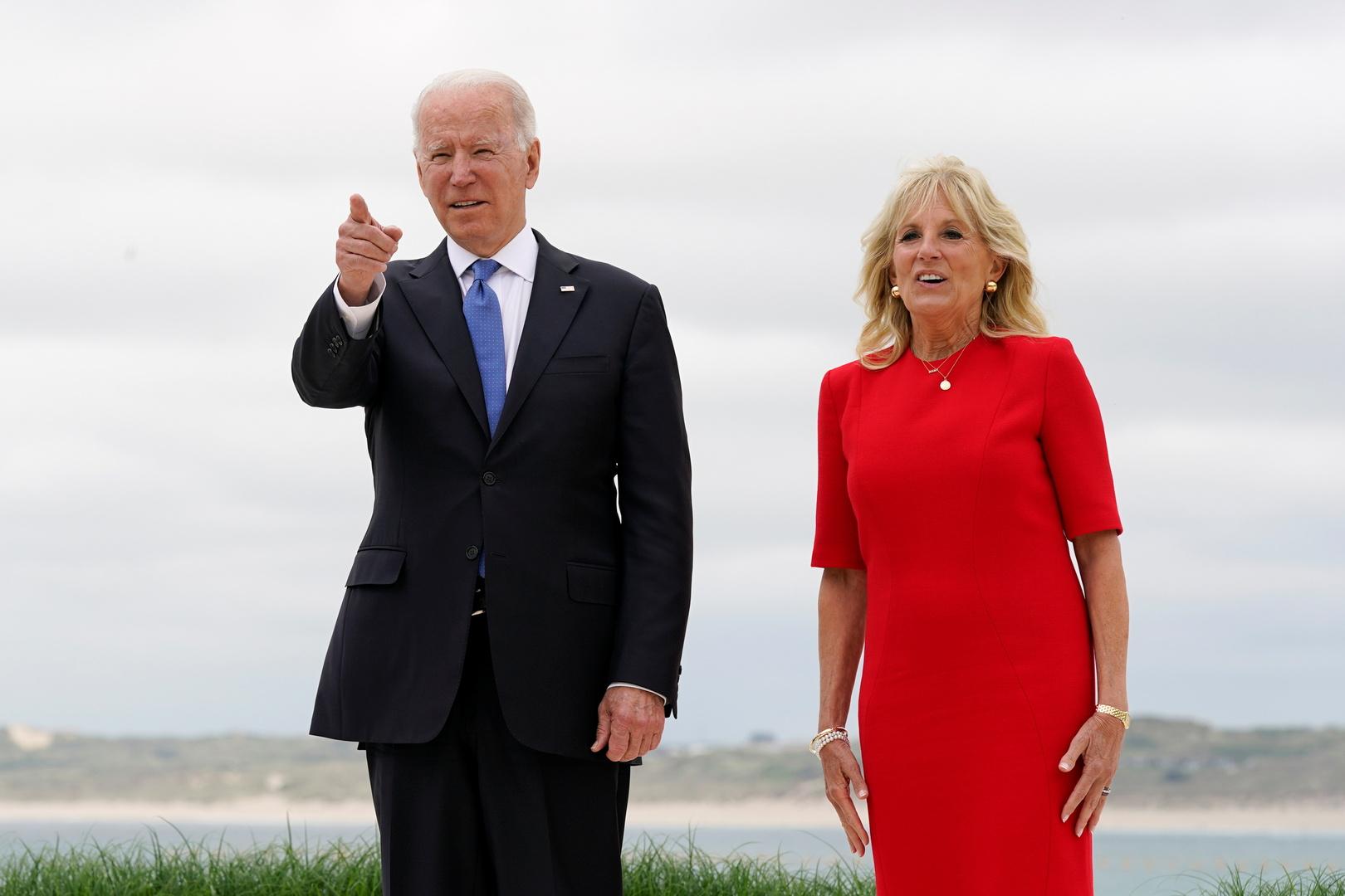 الرئيس الأمريكي جو بايدن وزوجته