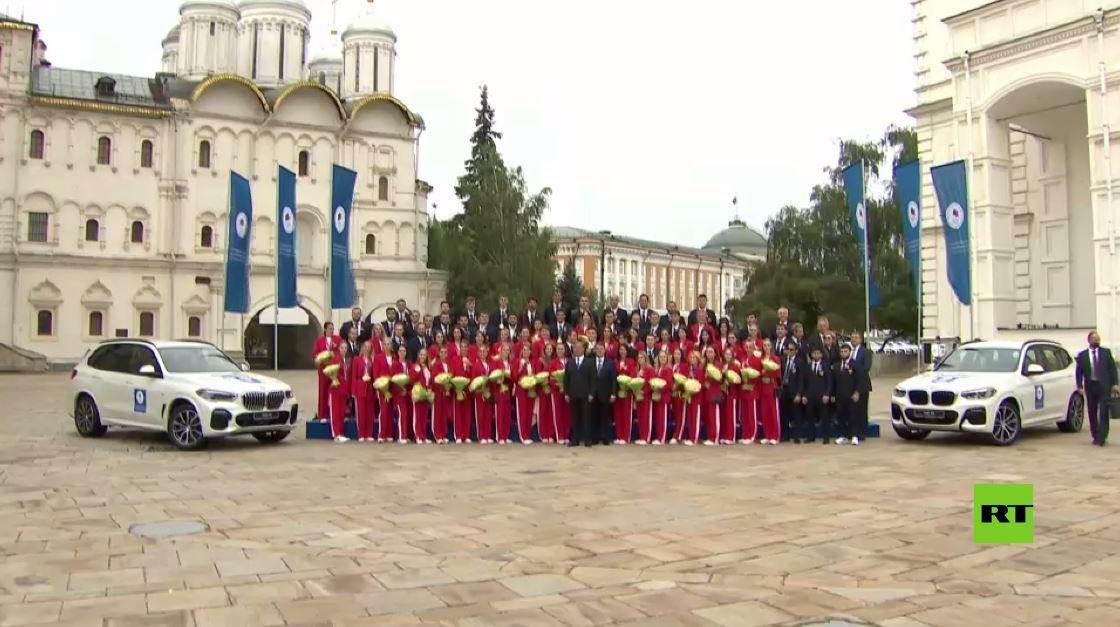 تسليم السيارات للرياضيين الروس المتوجين بميداليات أولمباد طوكيو