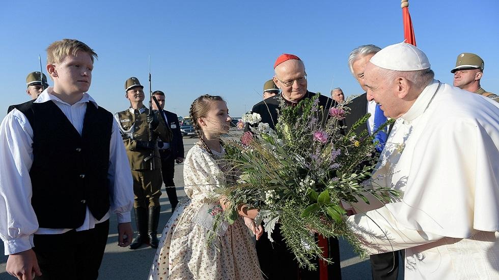 في أول جولة دولية منذ خضوعه لجراحة.. البابا فرنسيس يؤكد أنه