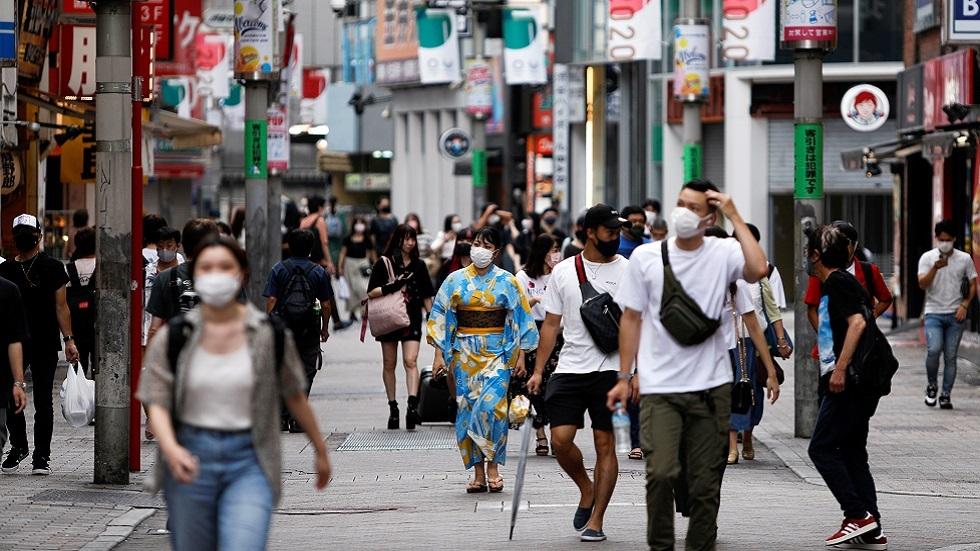 اليابان تتجاوز معدل تطعيم 50٪ ضد كورونا وتدرس تخفيف القيود