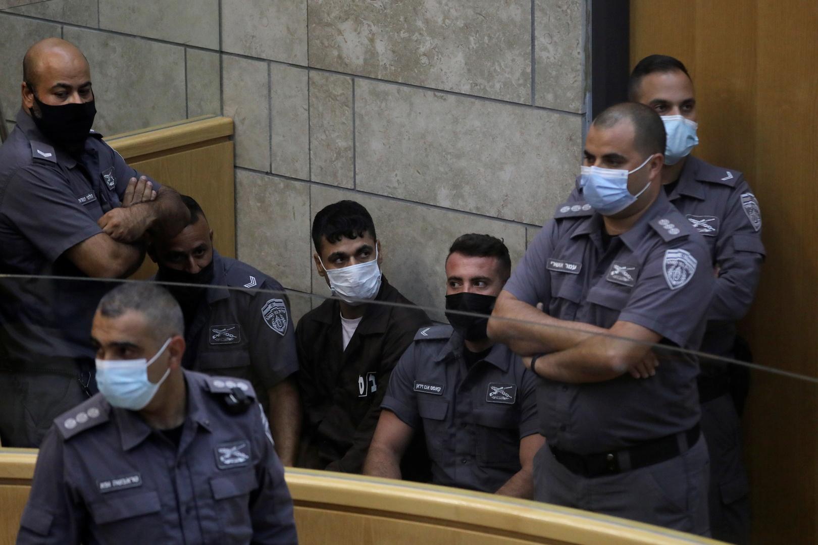 لا منفذ إلا لعدسة الكاميرا.. الشرطة تحاصر الأسرى الفلسطينيين الأربعة داخل المحكمة