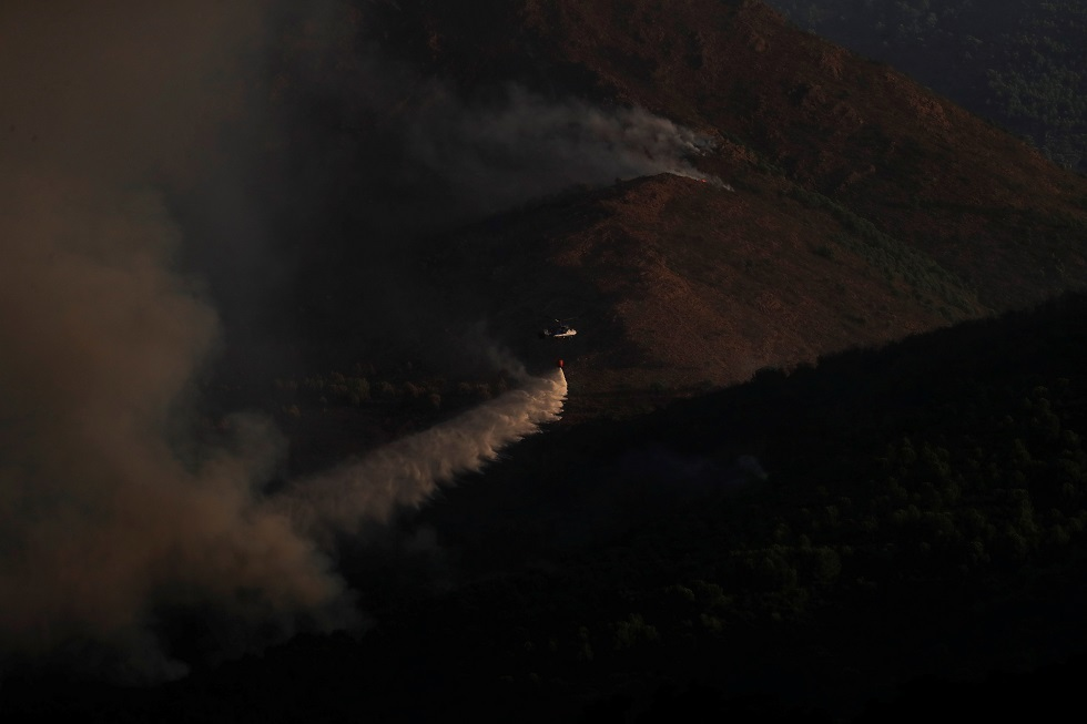 إسبانيا.. حريق غابات يستعر لليوم الخامس والسلطات تجلي المزيد من السكان