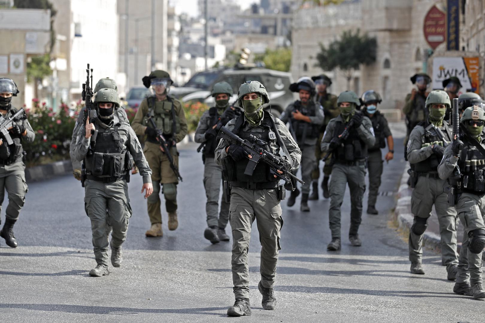 الأمن الإسرائيلي يشير إلى المكان المحتمل لأحد الأسيرين الفارين ويؤكد صعوبة القبض عليهما