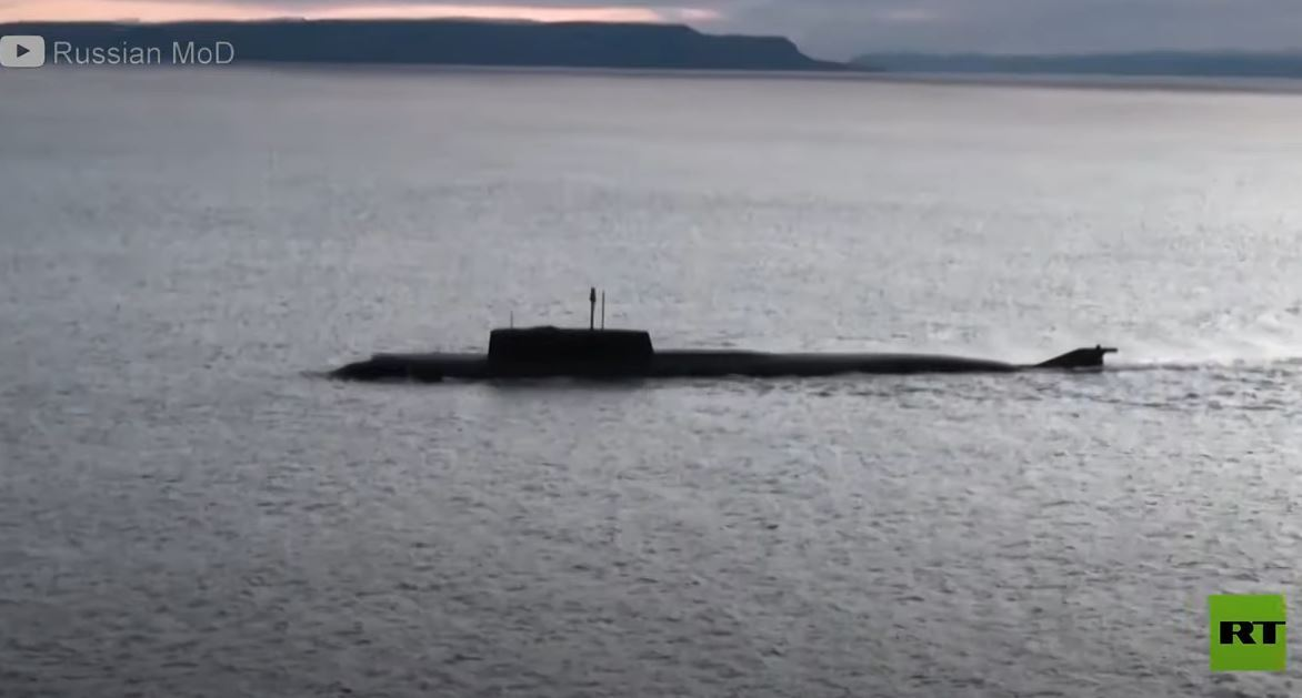 غواصة نووية روسية تطلق صاروخا مجنحا في بحر بارنتس