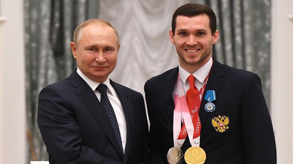شاهد.. بوتين يرفض طلبا