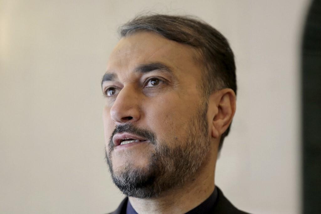 عبد اللهيان يتلقى اتصالا من نظيره البريطاني