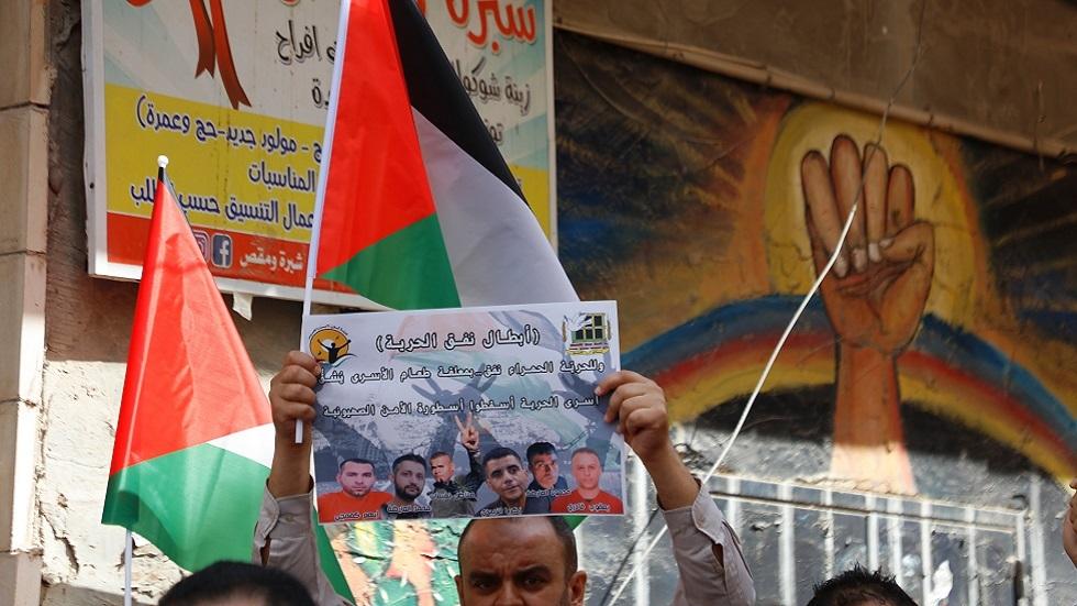 الأسرى الفلسطينيون يستعدون لإضراب مفتوح عن الطعام يتبعه إضراب عن الماء
