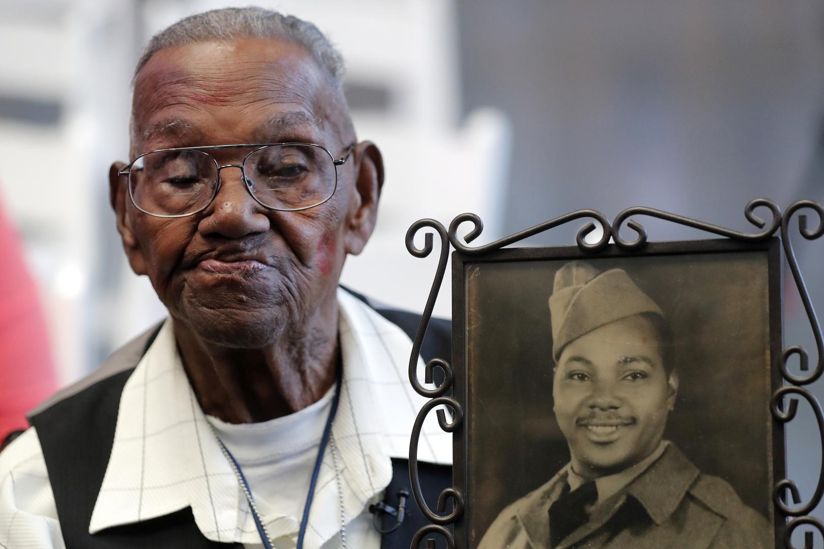 أقدم محارب أمريكي يحتفل بعيد ميلاده الـ112 (صورة+فيديو)