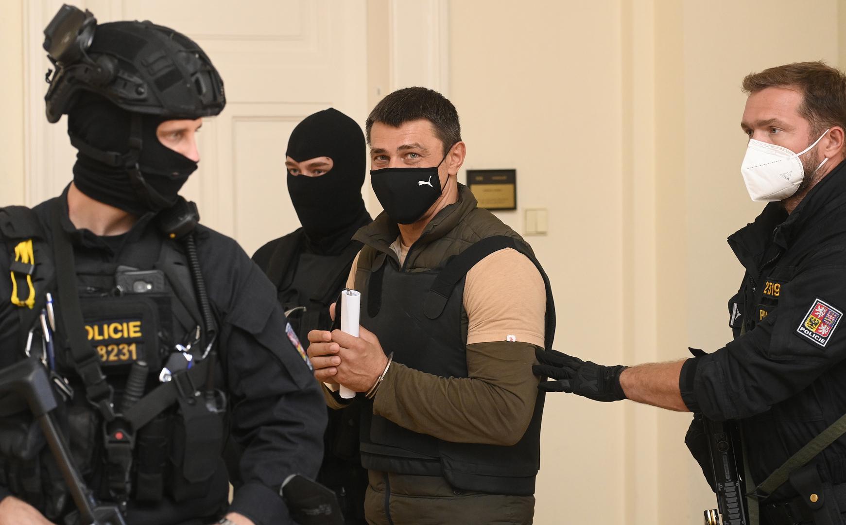 شقيقة الروسي المحتجز في براغ تتوجه بنداء إلى بوتين