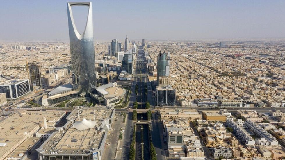 السعودية.. مواطن يسرق سيارة ويدهس فتاتين يقع في أيدي الشرطة