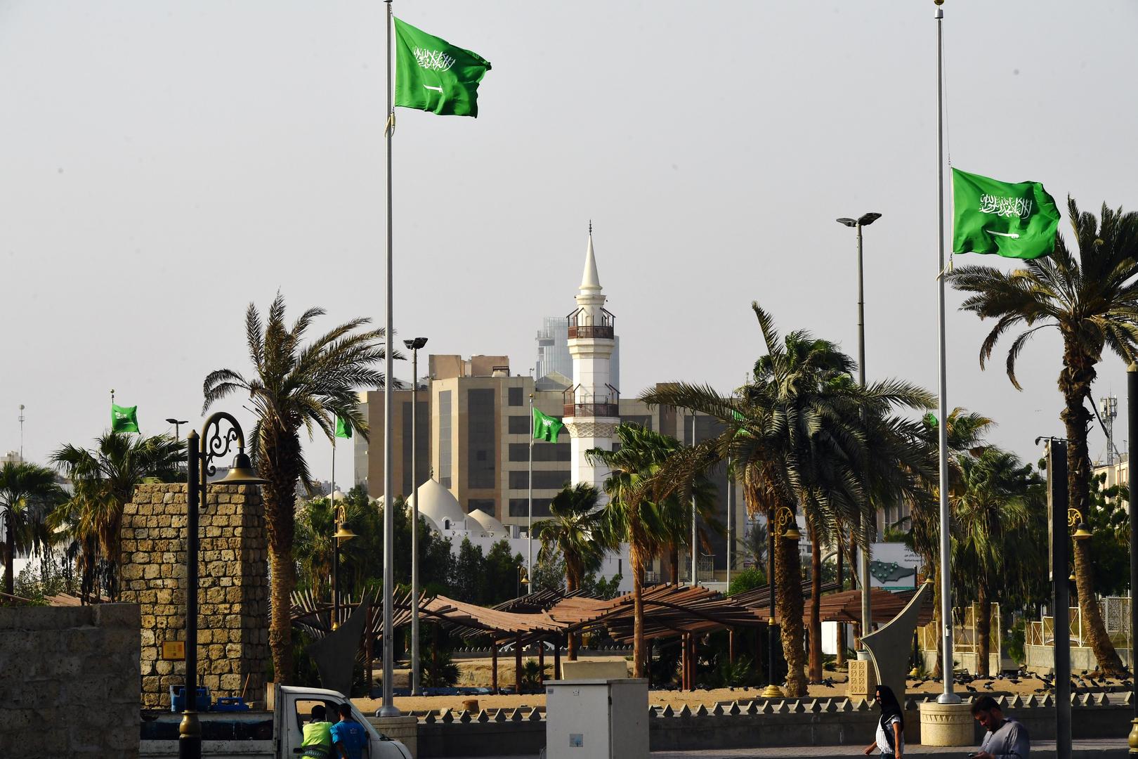 وزير الحرس الوطني السعودي يشهد توقيع ثلاث مذكرات تفاهم مع شركات عربية وأجنبية