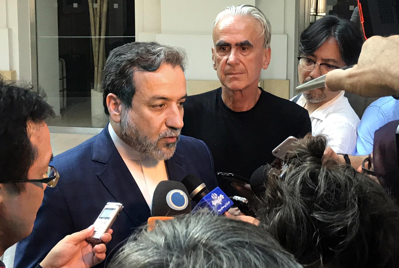 إيران تعفي كبير مفاوضيها النوويين من منصبه في الخارجية