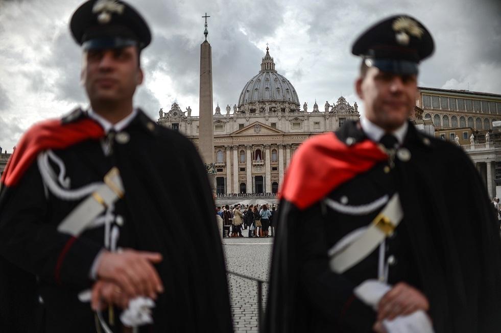 القبض على كاهن إيطالي متلبسا بشراء مخدرات بترعات المؤمنين