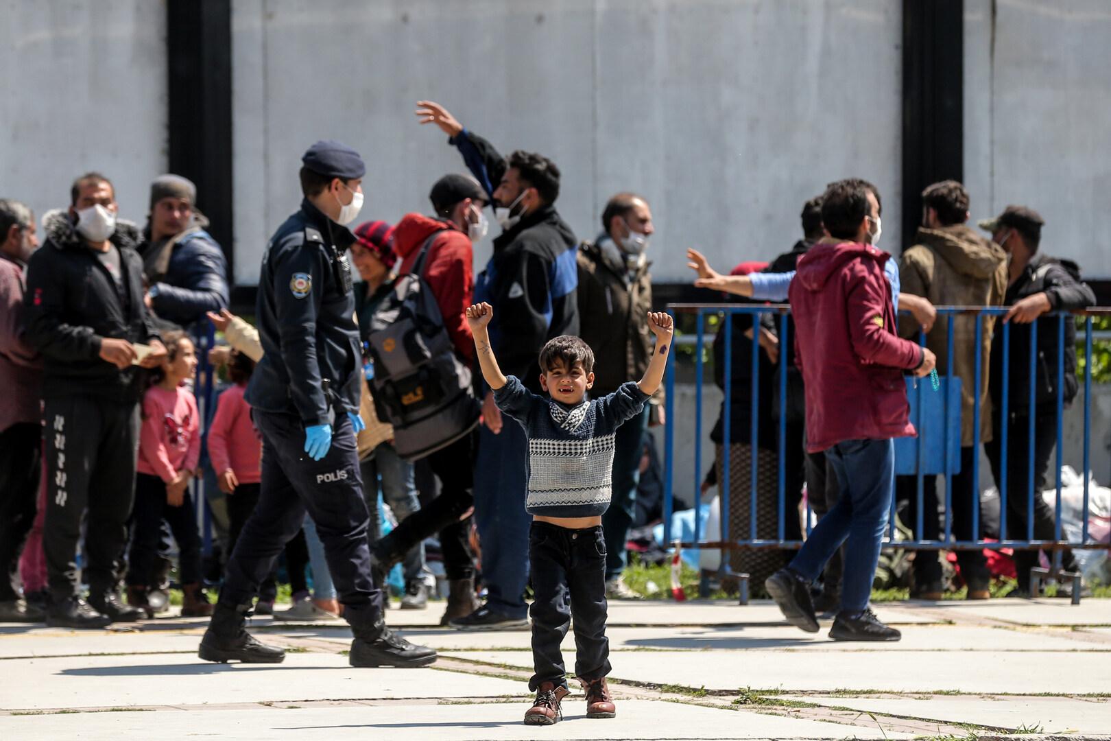 تقرير: معظم اللاجئين السوريين في تركيا يفضلون الرحيل عنها