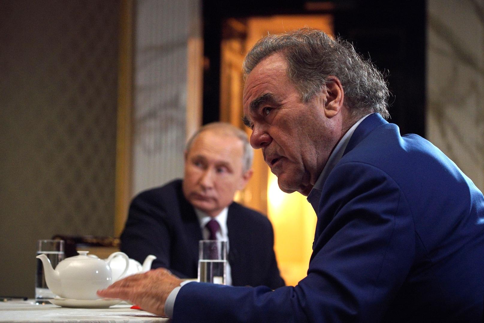 أوليفر ستون: بوتين لم يسمح بجعل روسيا بلدا تابعا لأمريكا