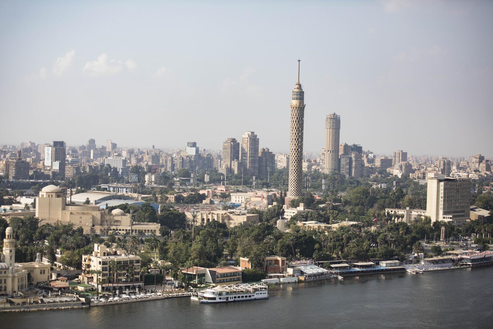 مصر.. لص يسرق مراوح مسجد في وضح النهار