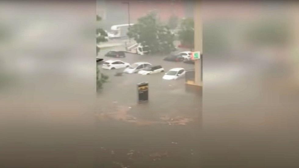 فرنسا.. مصرع 9 أشخاص جنوب البلاد بسبب ارتفاع الأمواج في البحر والفياضانات تغمر عدة مدن