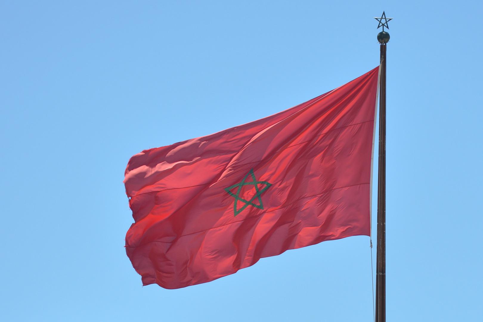 الشرطة المغربية توقف شابا تحرش بفتاة في الطريق العام (فيديو)