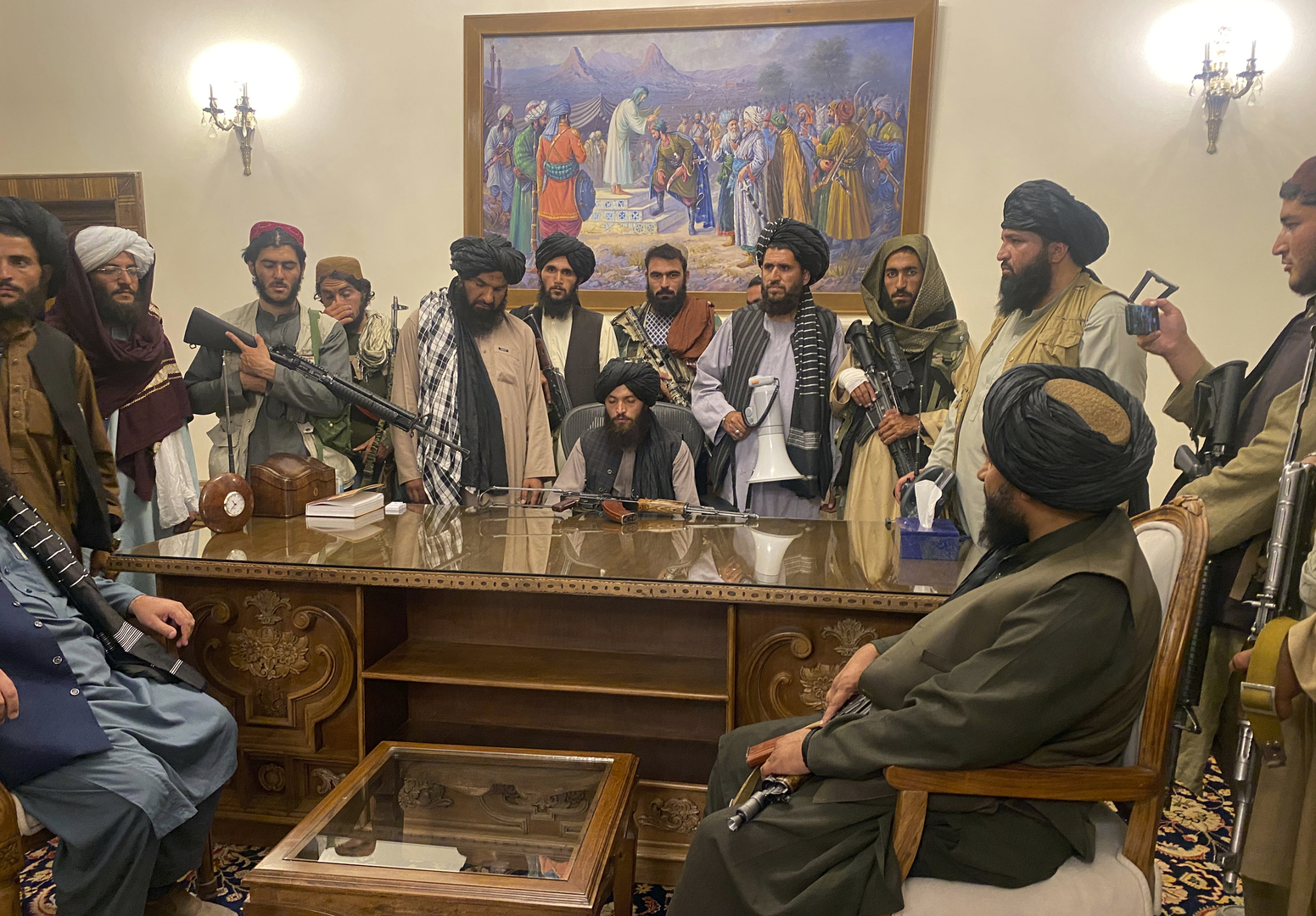 المبعوث الأمريكي لأفغانستان: فرار غني أفسد اتفاق اللحظة الأخيرة مع