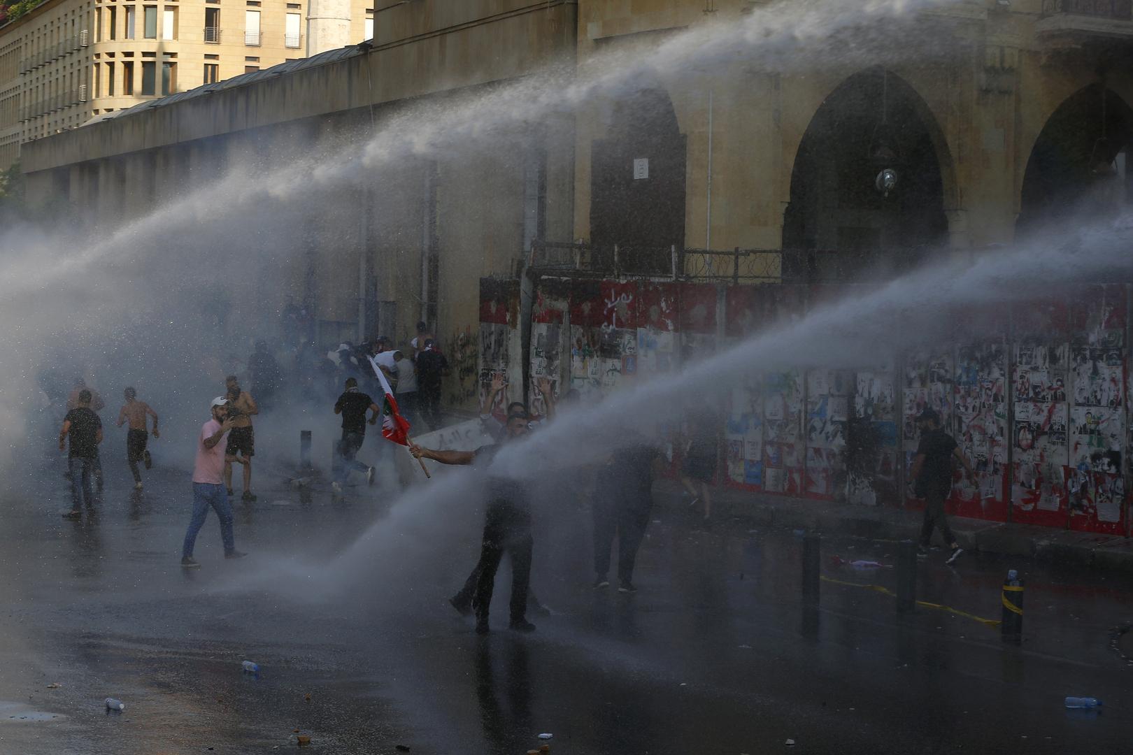 الاتحاد الأوروبي يدعو إلى فرض عقوبات على سياسيين لبنانيين إذا فشلت الحكومة