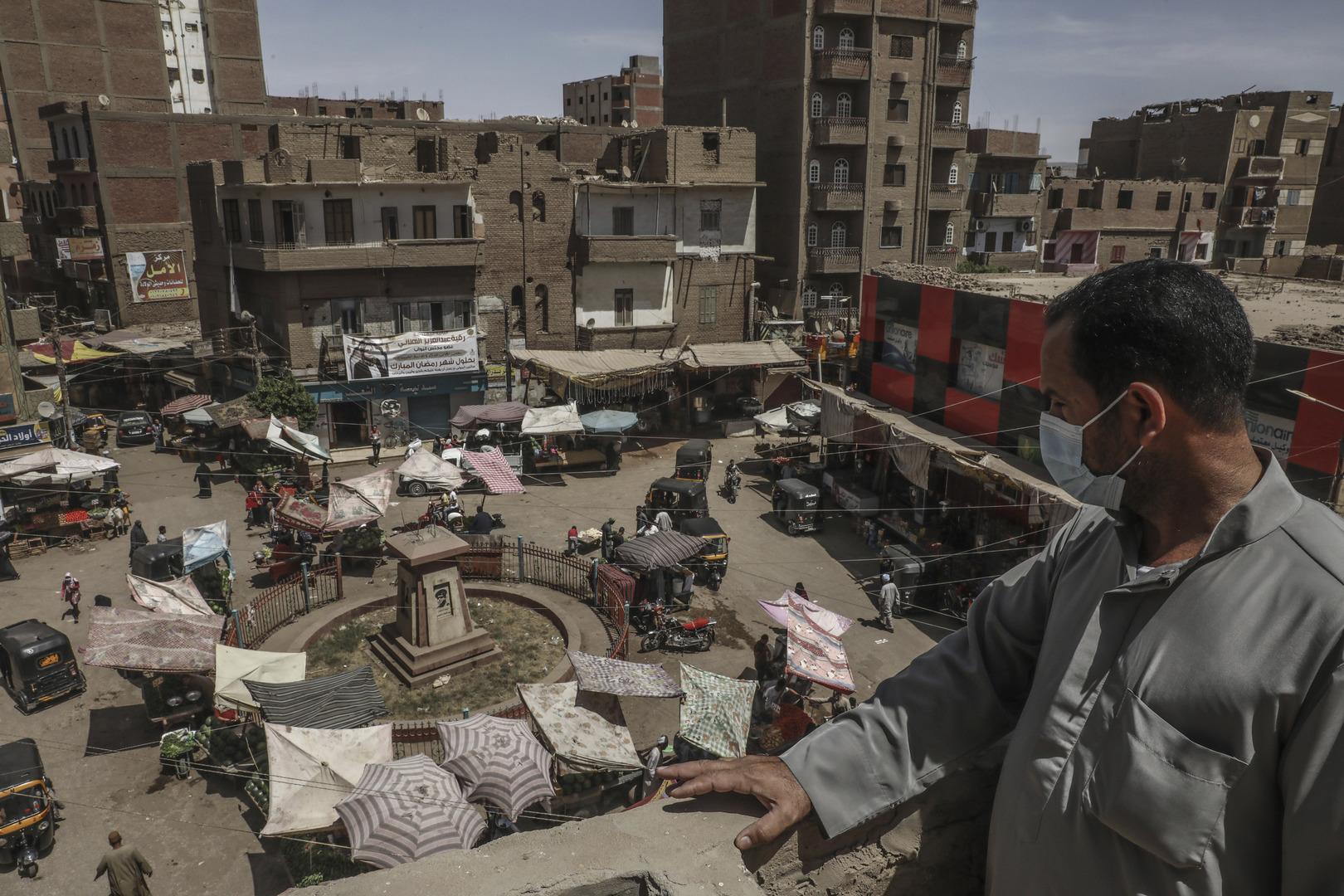 مجمع سكني في مدينة سوهاج المصرية.