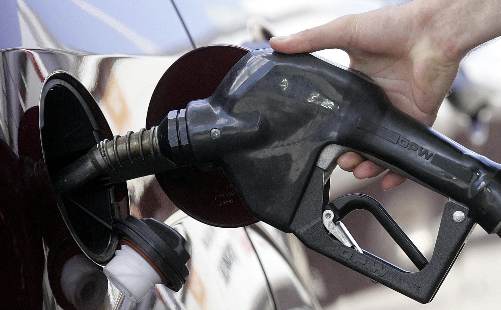 ارتفع بأكثر من 6 مرات في عام.. كيف تغيرت أسعار البنزين في لبنان؟