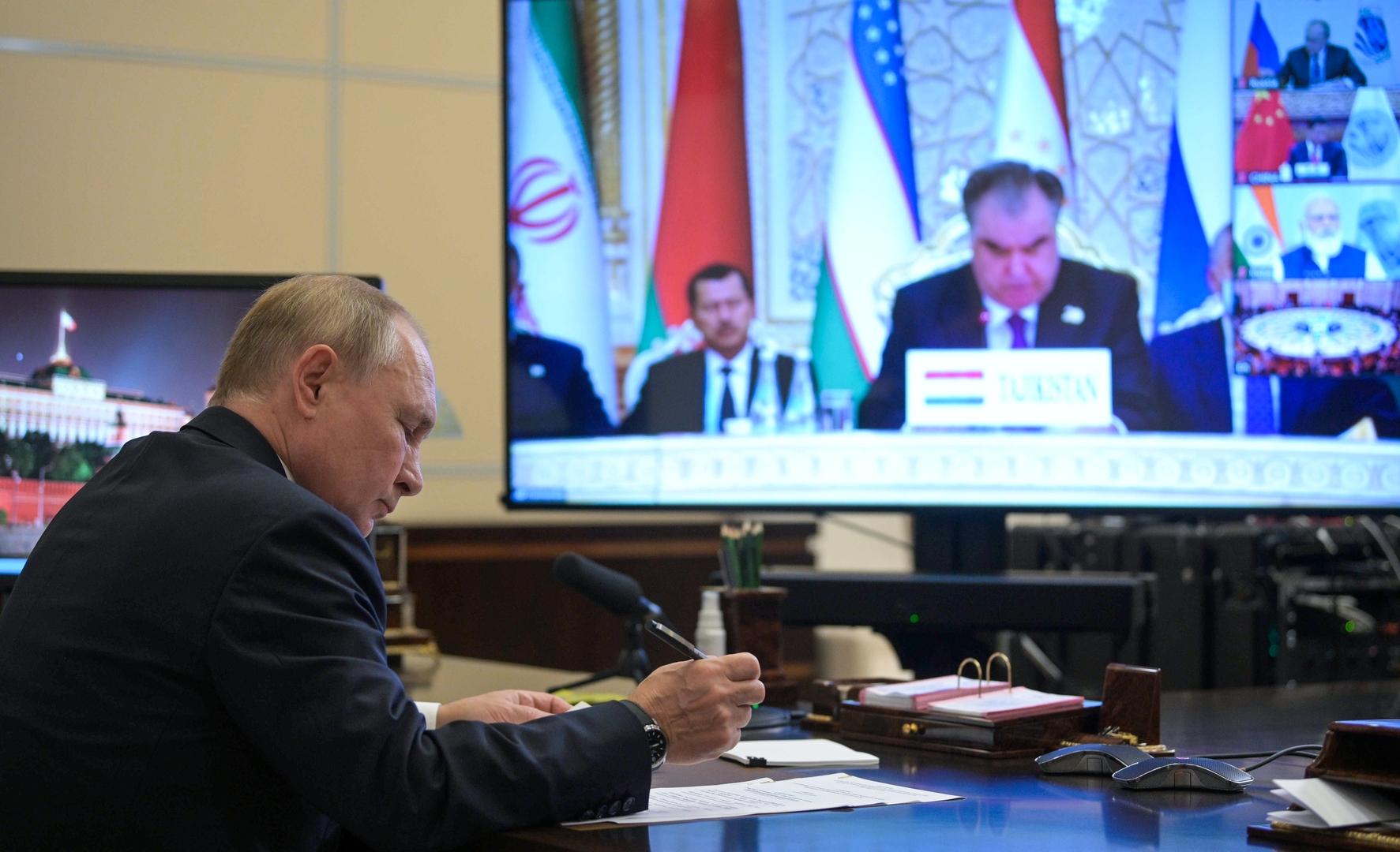 وزير الخارجية الإيراني: شكرت لافروف لدعمه لانضمام إيران إلى منظمة شنغهاي للتعاون
