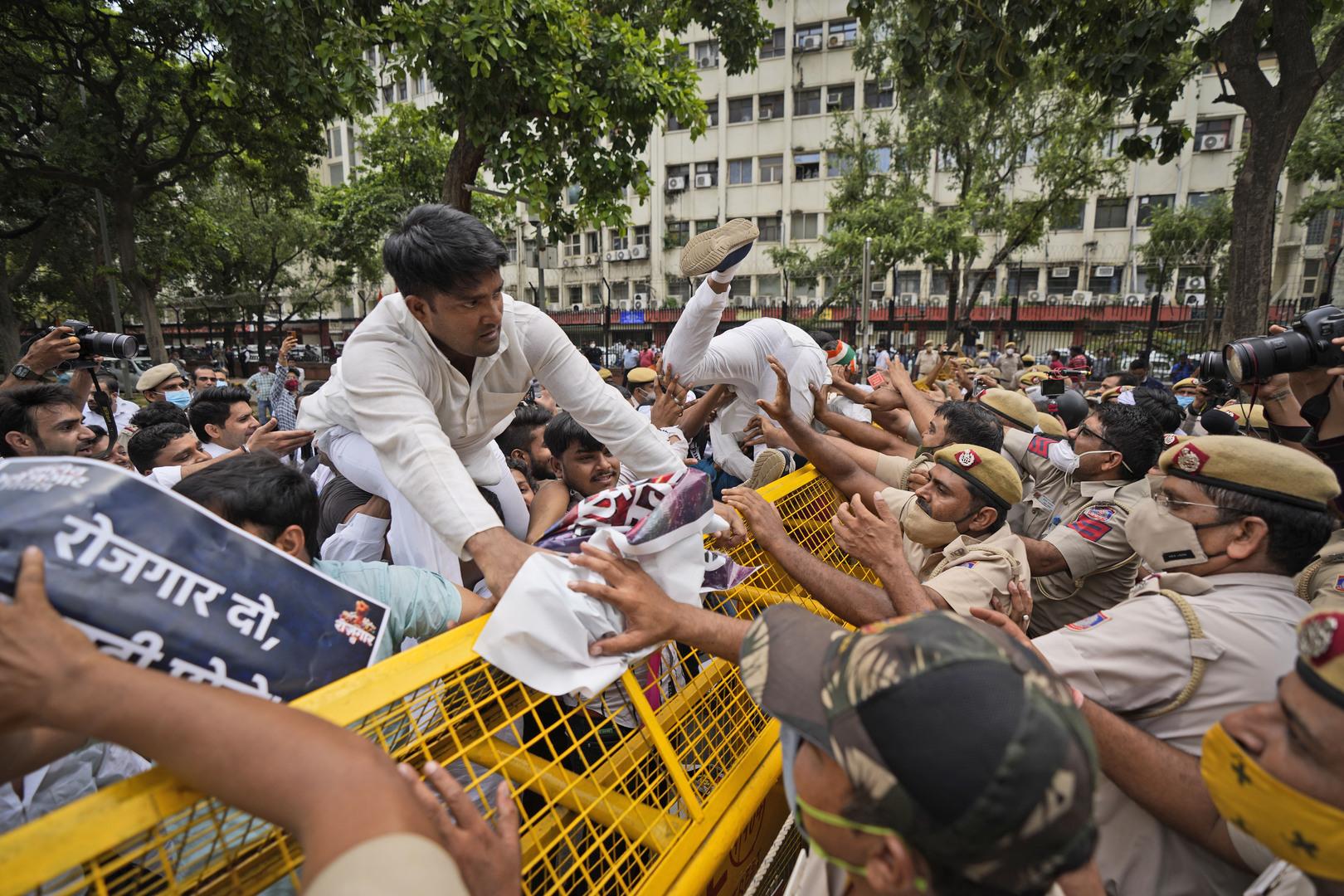 الهند.. حزب معارض ينظم احتجاجا في الشوارع للمطالبة بوظائف