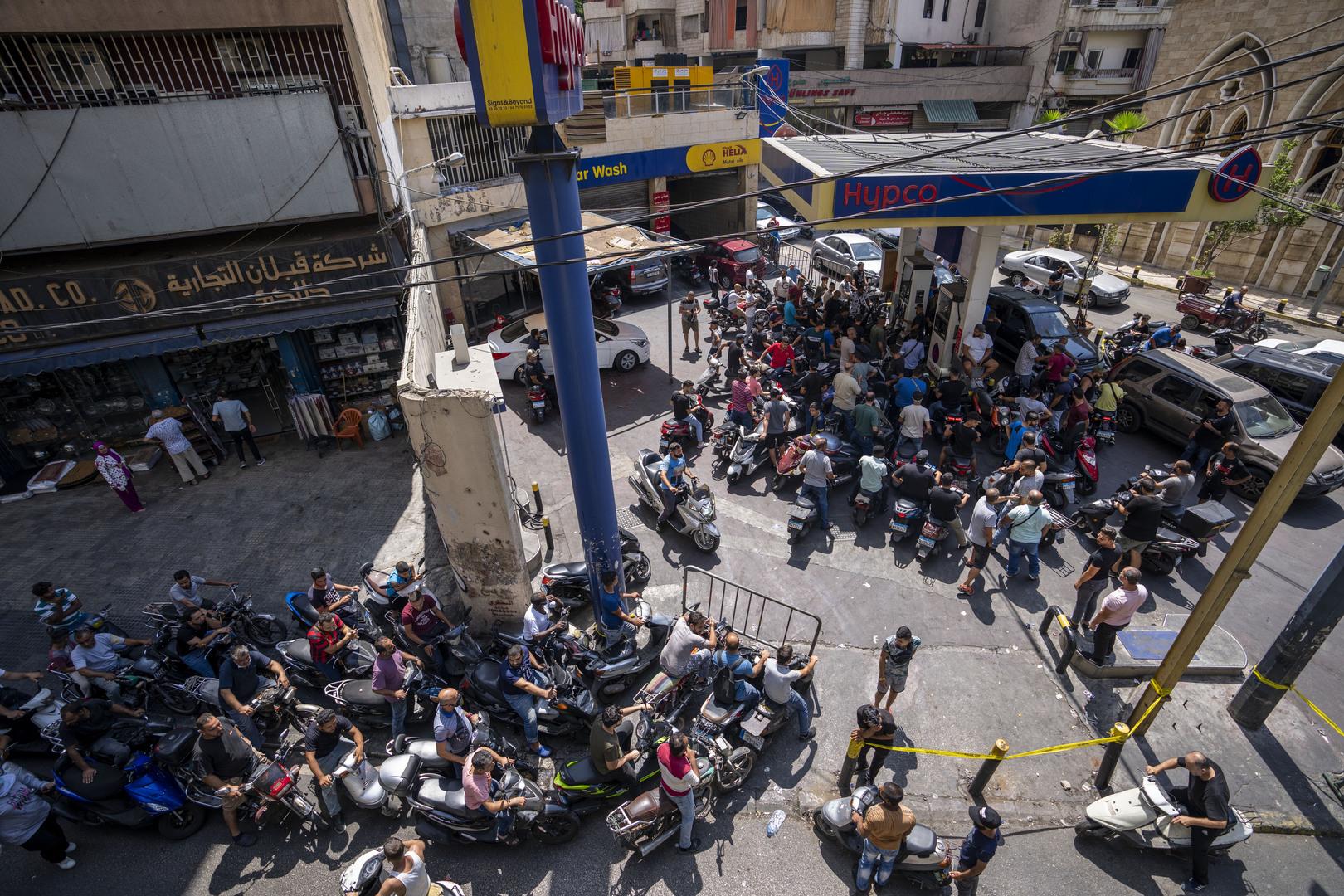 خبير اقتصادي يتحدث لـRT حول قرار رفع أسعار الوقود في لبنان: ننتظر