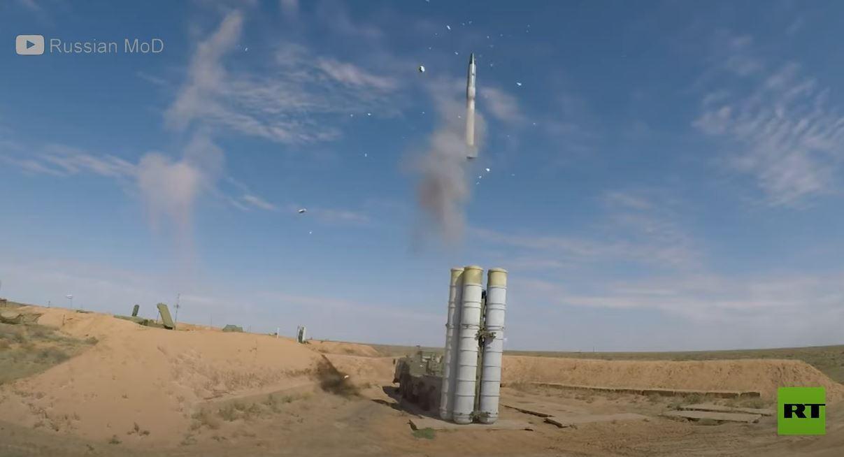 الدفاعات الجوية الروسية تصد هجوما صاروخيا جويا أثناء التدريبات
