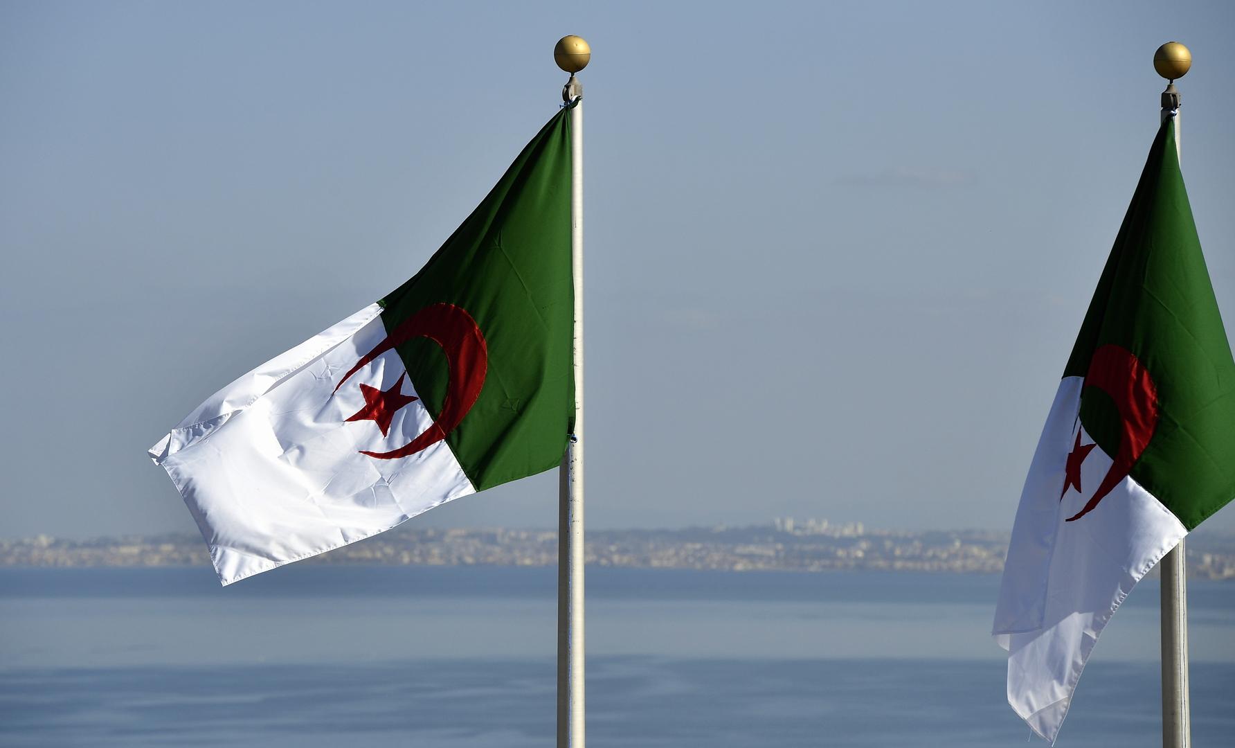 الرئيس الجزائري يقرر تنكيس علم <a href='/tags/175103-%D8%A7%D9%84%D8%A8%D9%84%D8%A7%D8%AF'>البلاد</a> ثلاثة <a href='/tags/174093-%D8%A3%D9%8A%D8%A7%D9%85'>أيام</a> حدادا على وفاة بوتفليقة