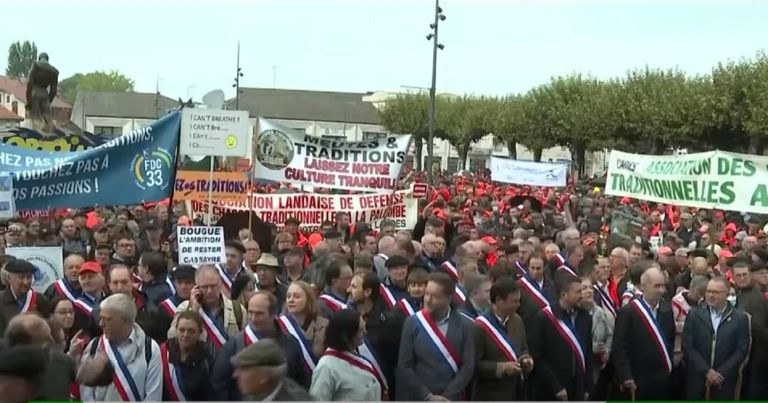 مظاهرة للصيادين في مدينة كون دو مارسان الفرنسية