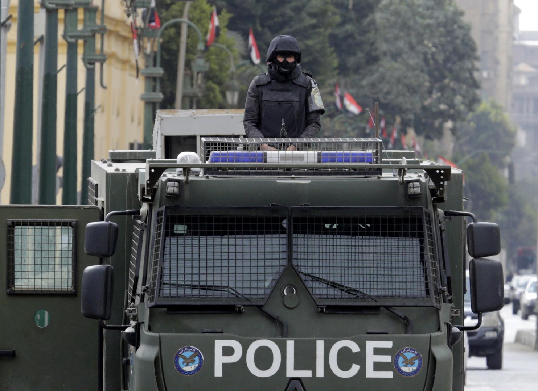 عنصر في الشرطة المصرية.
