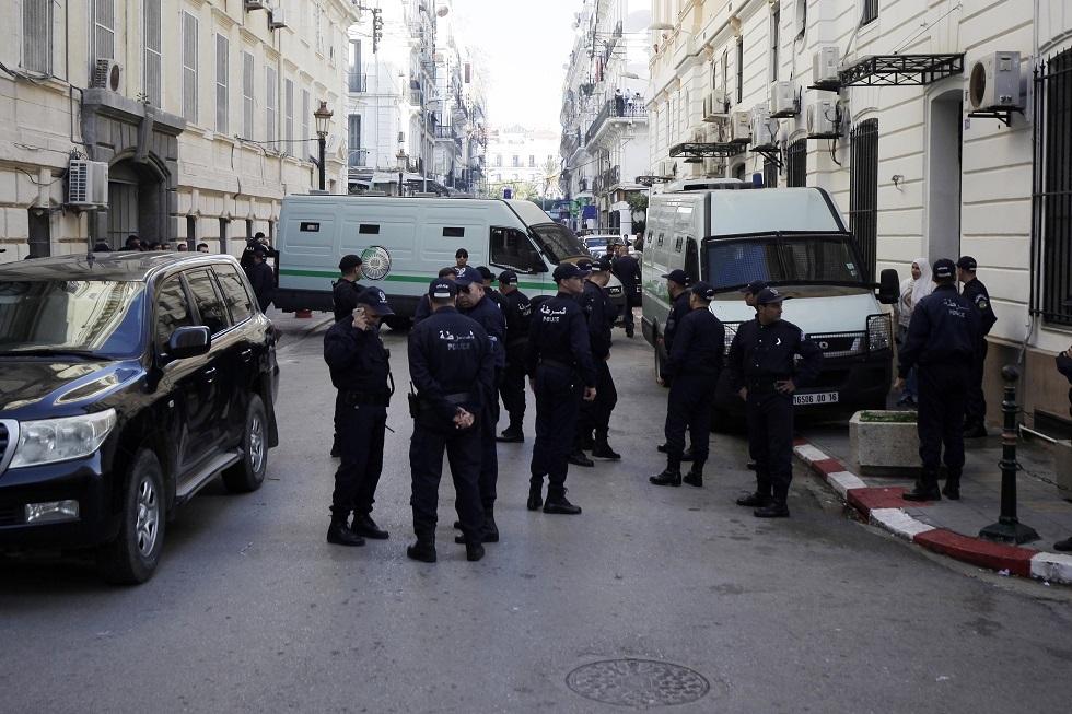 الجزائر.. السجن المؤقت لـ8 أشخاص بتهمة الإشادة بالإرهاب