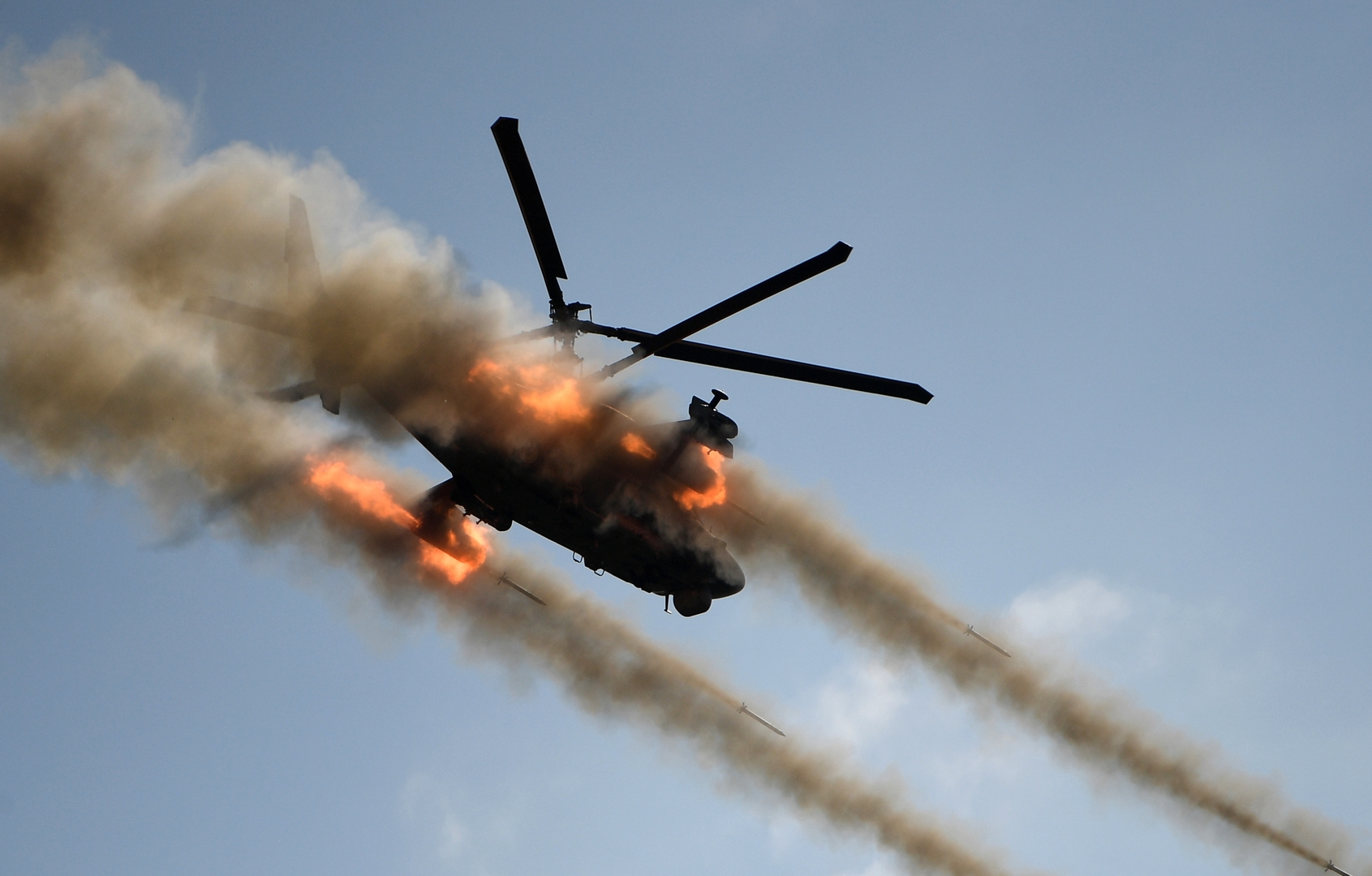 تحطم مروحيتين جنوب بنغازي أثناء تدريبات ومصرع طاقم إحداهما (صورة)