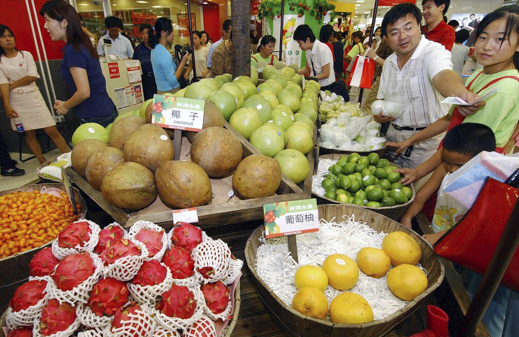 تايوان تندد بحظر الصين استيراد فاكهة منها