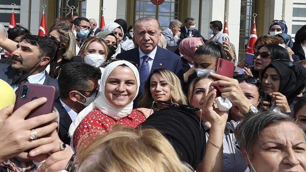 أردوغان: مواقع التواصل الاجتماعي أخطر وسيلة للاستفزاز والتحريض