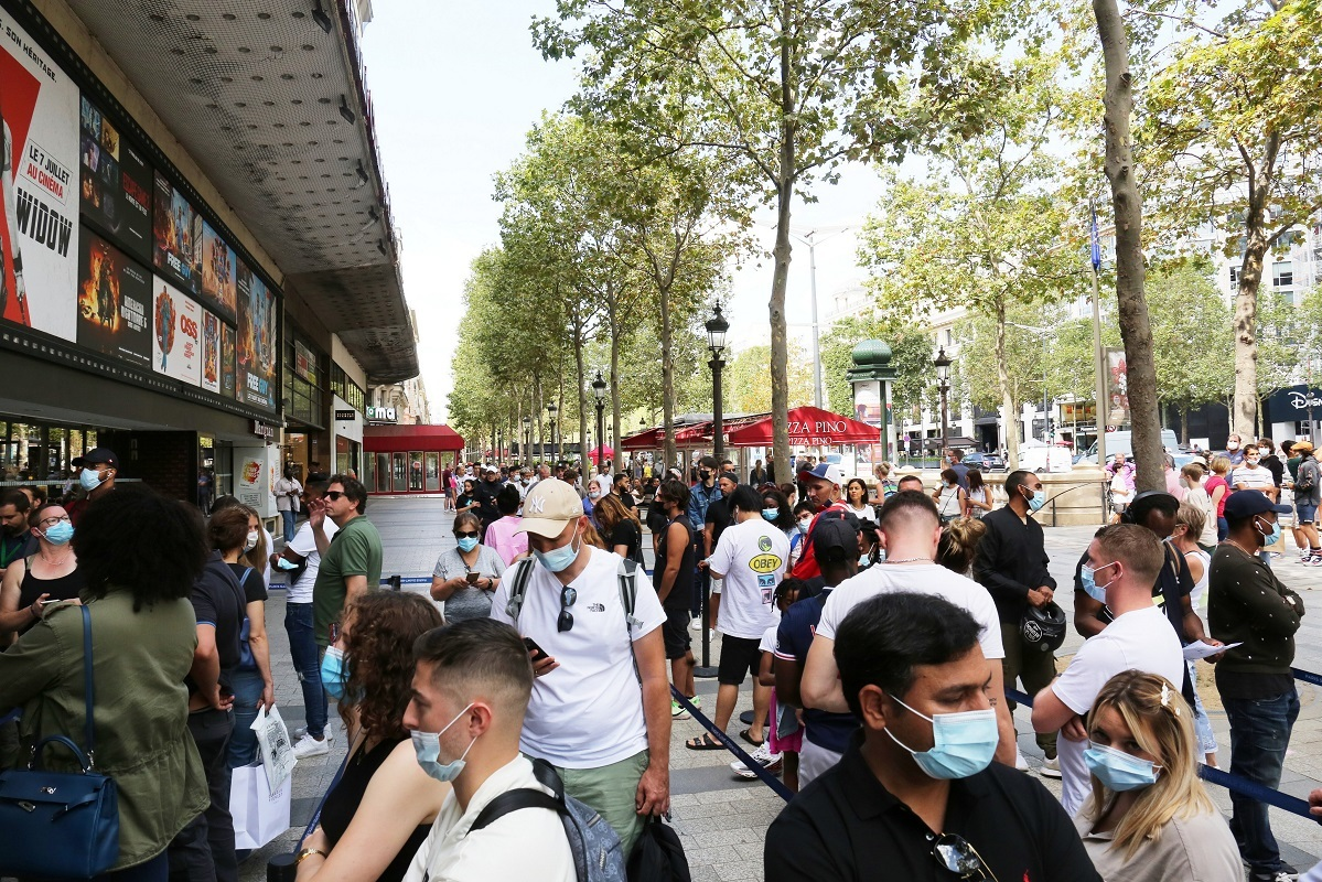 فرنسا.. أنباء عن اعتقال روسي يشتبه بأنه أطلق رصاصا بشارع الشانزليزيه في باريس