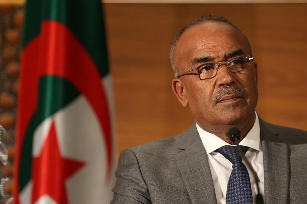 الجزائر.. رئيس الحكومة السابق يمثل أمام القضاء