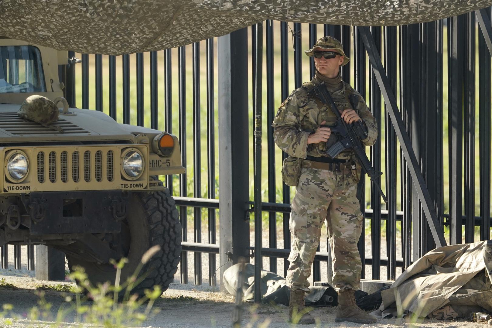 الولايات المتحدة تغلق جانبا من الحدود مع المكسيك لمنع تدفق اللاجئين