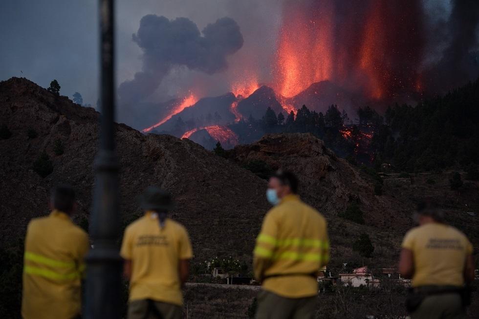 إجلاء 5000 شخص بعد ثوران بركان في جزر الكناري الإسبانية