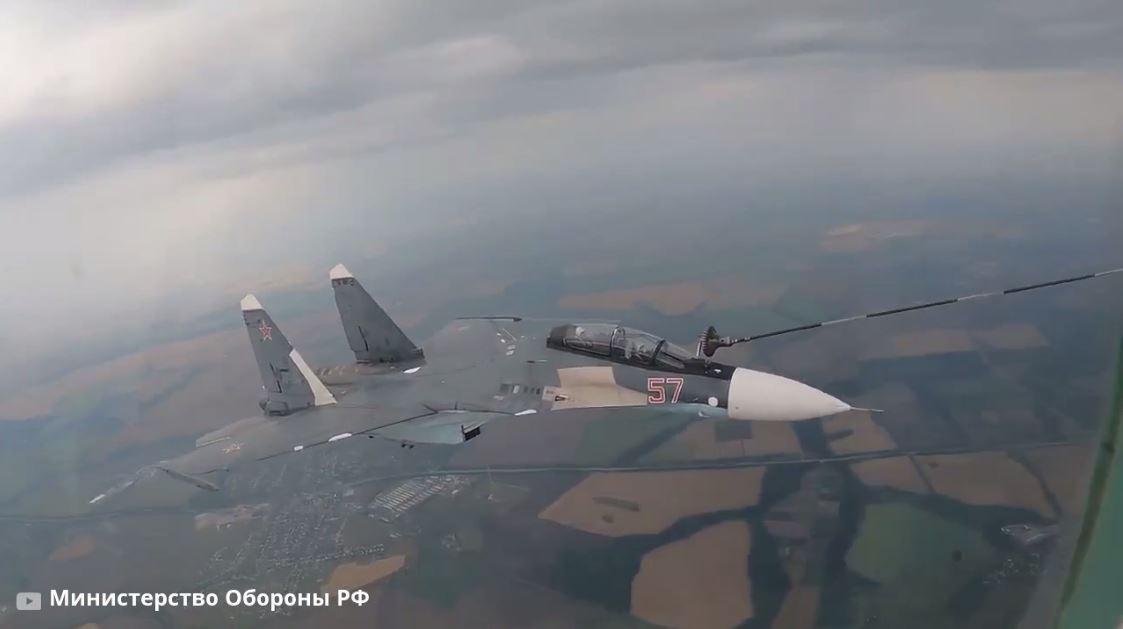 Воздушная дозаправка самолетов Су-30СМ и Су-24М в Липецкой области