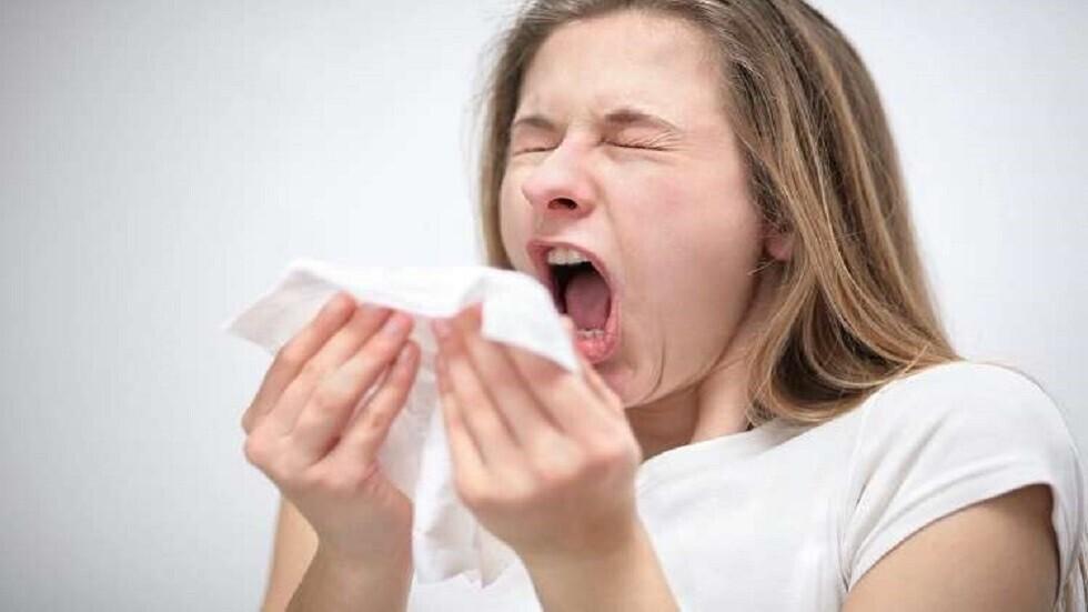 القطرات الحاملة لفيروسات كورونا تعيش في الهواء أطول مما كان متوقعا