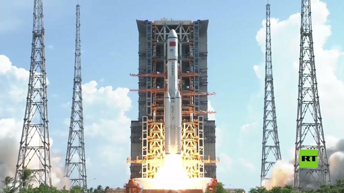 الصين تطلق صاروخ لونغ-مارش يحمل مركبة شحن