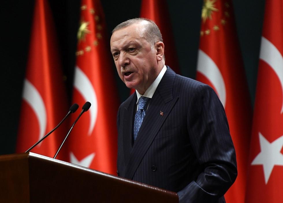 أردوغان يرتكب خطأ خلال عرضه كتابه الجديد (فيديو)