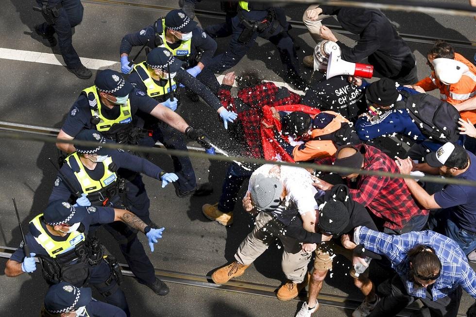 أستراليا.. احتجاجات حاشدة لمعارضي اللقاحات والحجر الصحي وسط مدينة ملبورن