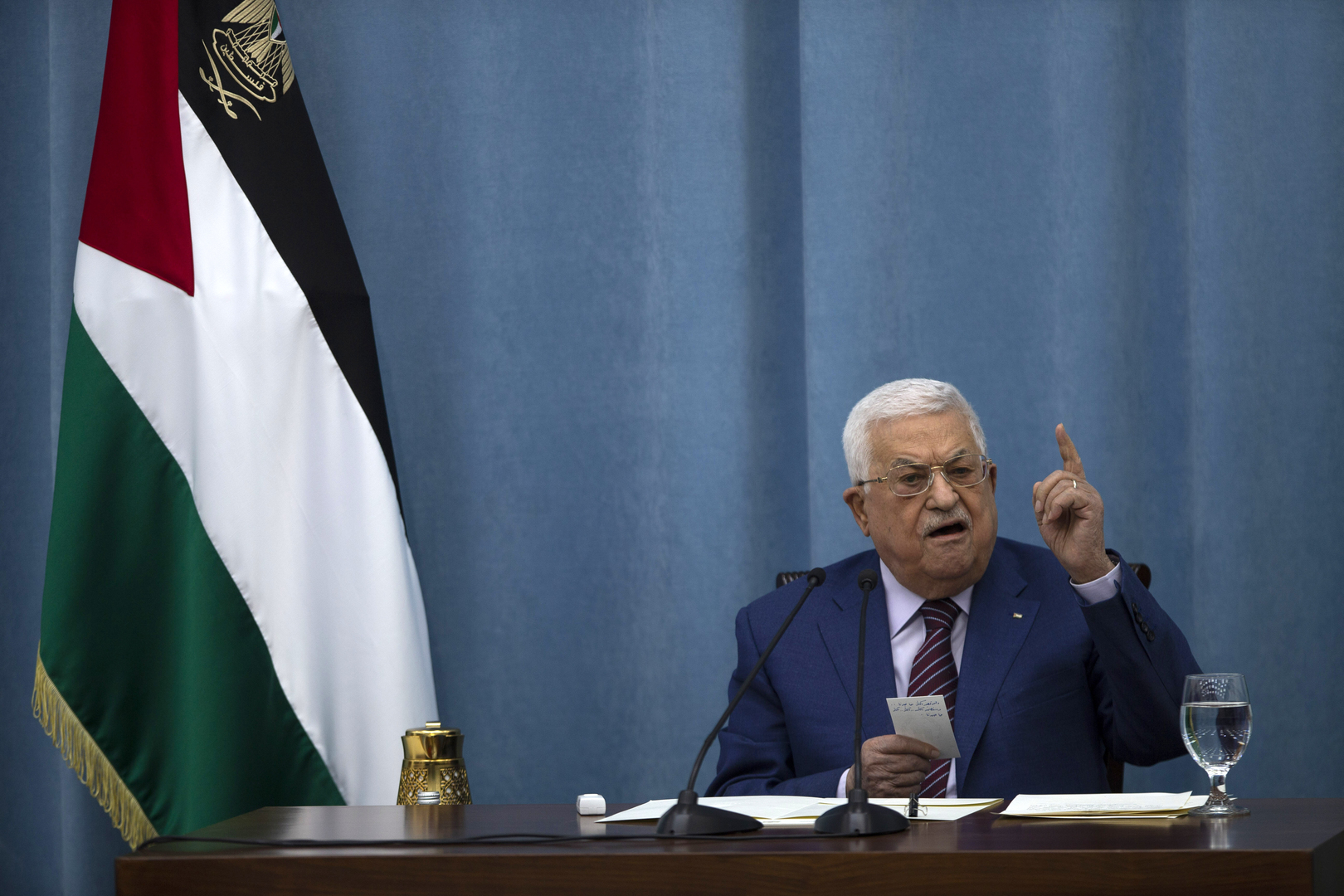 استطلاع: 80% من الفلسطينيين يرغبون في تنحي عباس