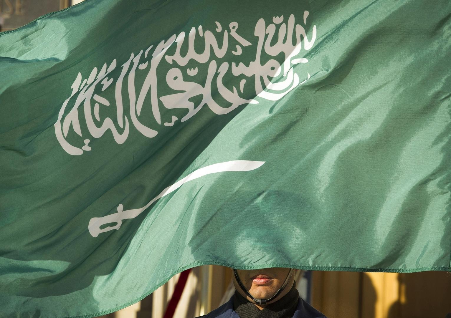 السعودية.. توقيف شابين وفتاتين إثر إطلاقهم النار في أحد الأحياء السكنية