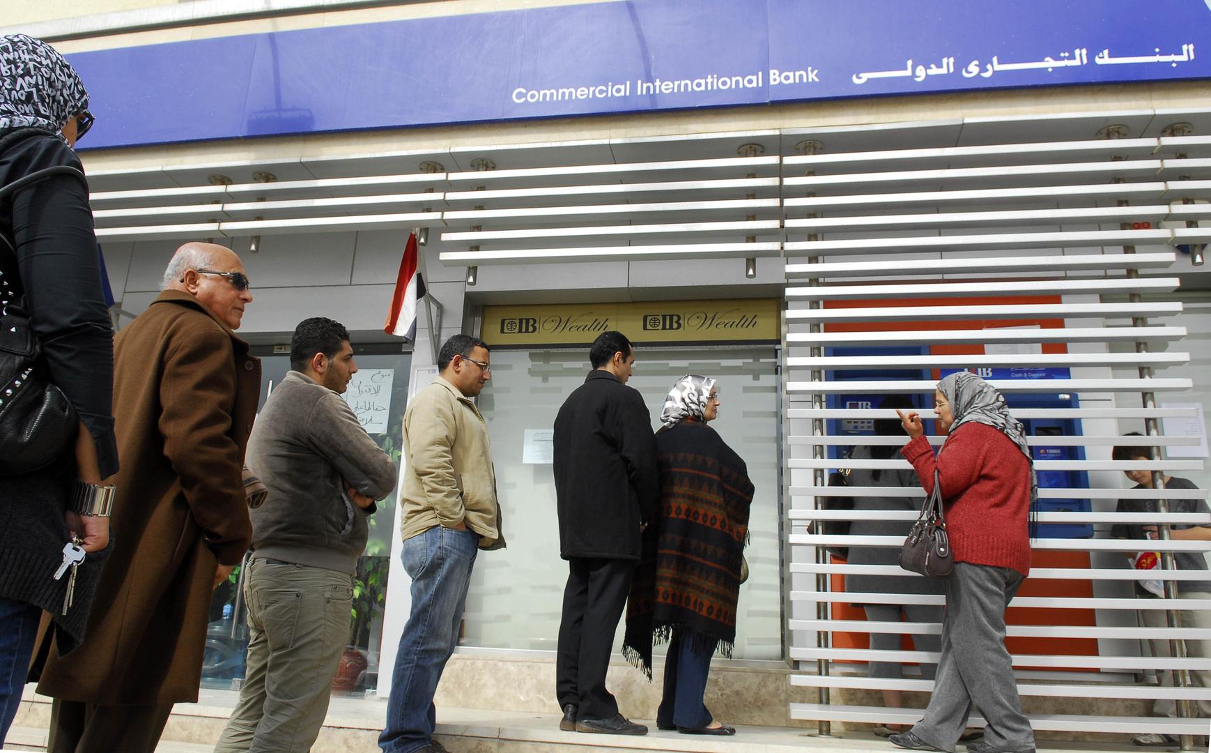المالية المصرية تعلق على مسألة فرض عمولة على السحب من ماكينة الصراف الآلي
