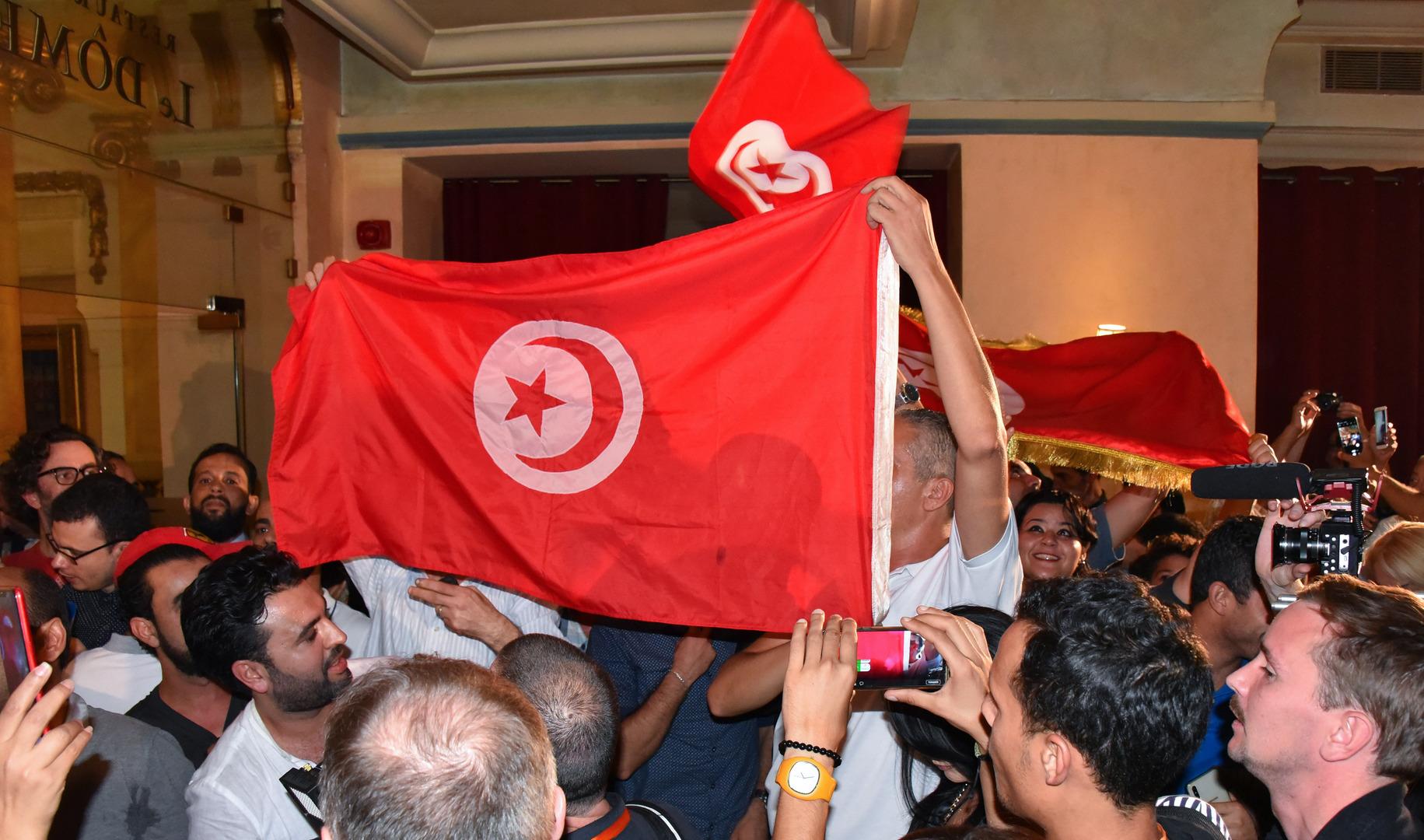 الرئيس التونسي يصدر تدابير استثنائية جديدة تشمل البرلمان
